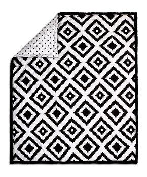 pearhut zulily S&W CS9 the peanut shell black white geometric quilt