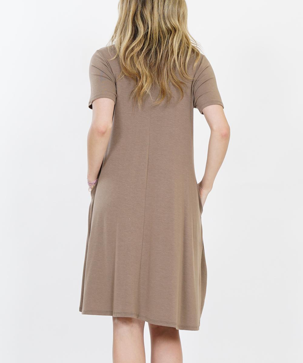 ccf1912d712 Mocha Crewneck Short-Sleeve Curved-Hem Pocket Dress - Women | Zulily
