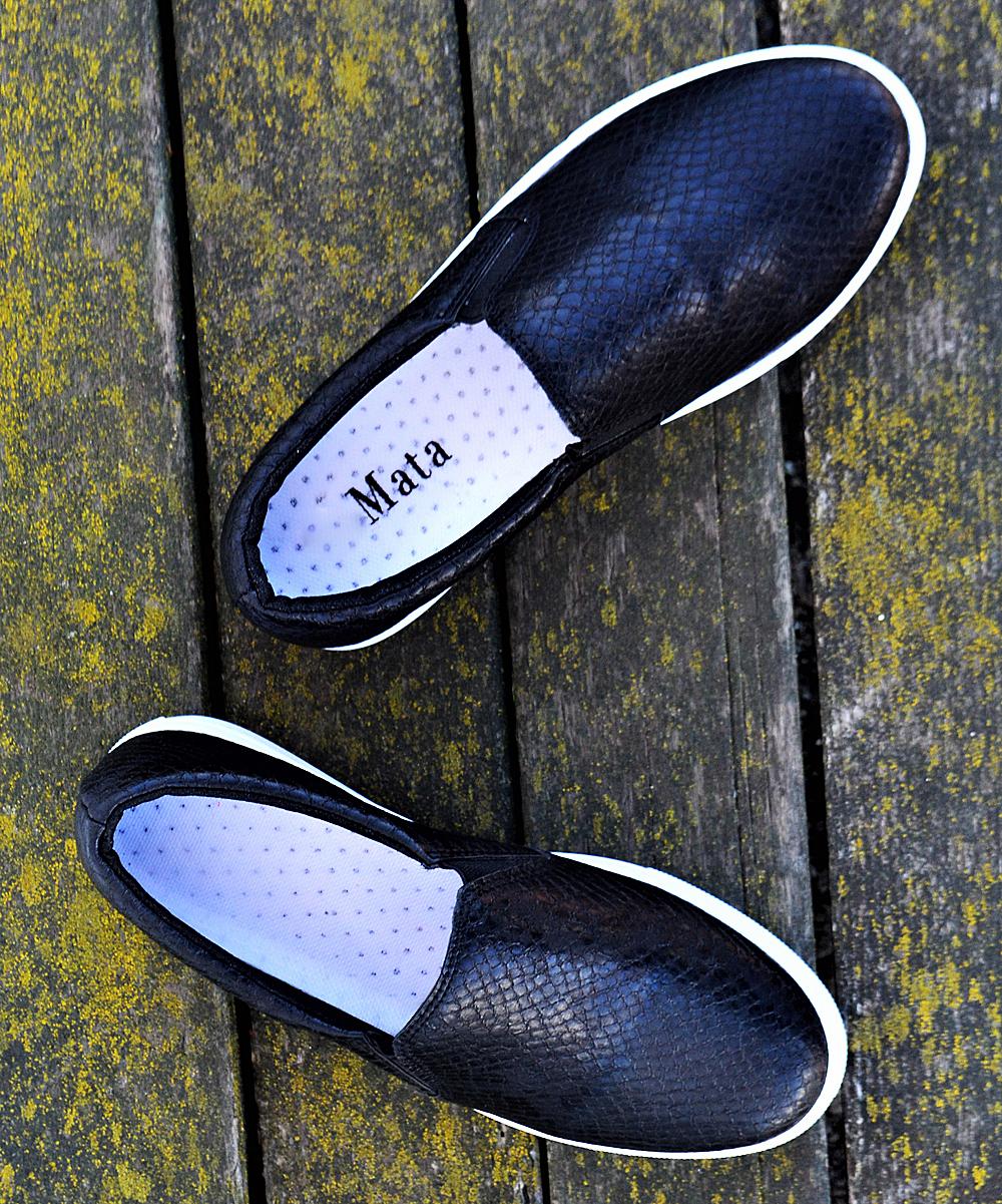 Mata Shoes Women's Sneakers BLACK - Black Snake Cali Slip-On Sneaker - Women