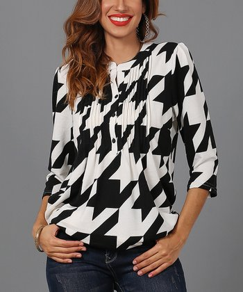b064d330d2e ... now for Reborn Collection 1093 results. Black & Cream Houndstooth Notch  Neck Pin Tuck Tunic - Women