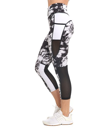 9c1549229bbc0f S2 Sportswear Black & White Desert Bloom Pocket Capri Leggings ...